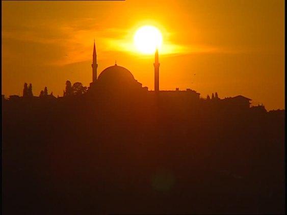 834927223-eminoenue-bosfore-minaret-islam.jpg