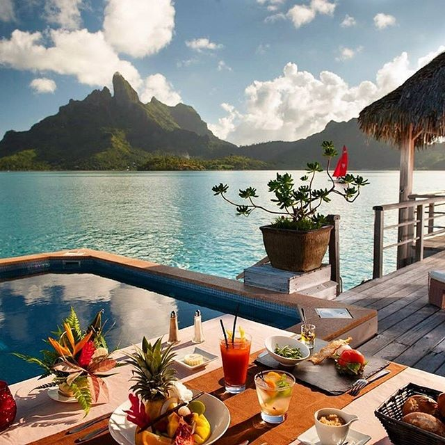 The-Luxury-Life-at-the-St.-Regis-Bora-Bora-theluxurylife.jpg